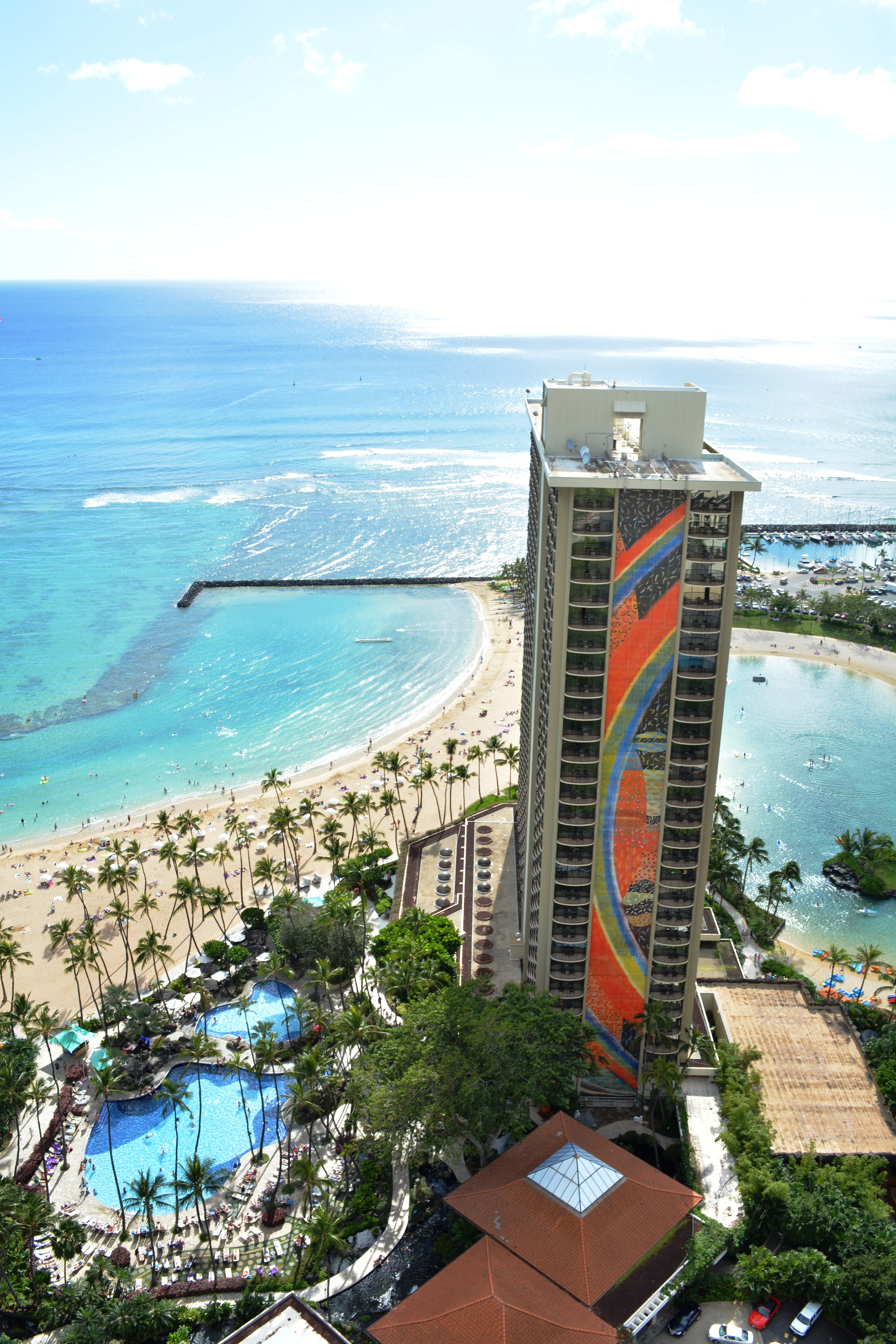 Hilton Hawaiian Village Waikiki Beach Resort Completes 4 25m Rainbow Mural Restoration Project