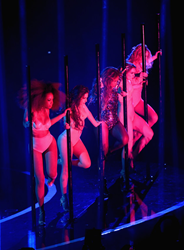 "Beyonce performs ""Partition"" with dancers wearing Dawnamatrix latex at the MTV VMAs"