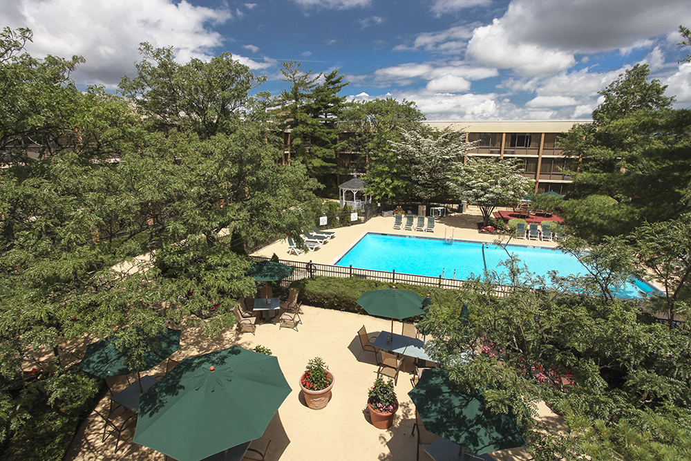 The Holiday Inn Westbury Long Island Hotel Is Offering A Savings Of Up To 30 Off Their Rates From Now Through Labor Day With Advanced Purchase S