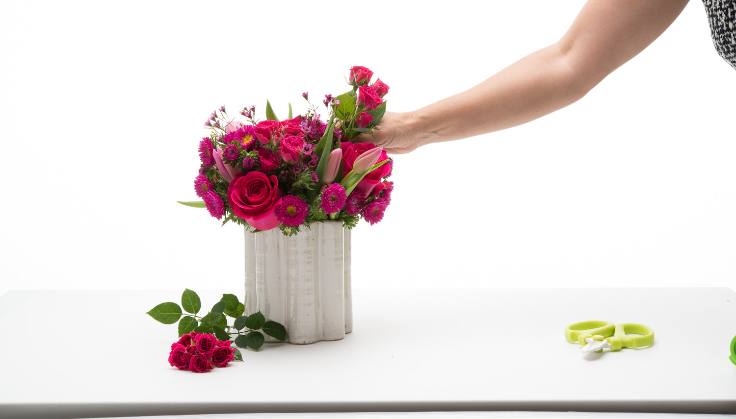 Fleurish, the First Design-It-Yourself Flower Bar in Los Angeles ...