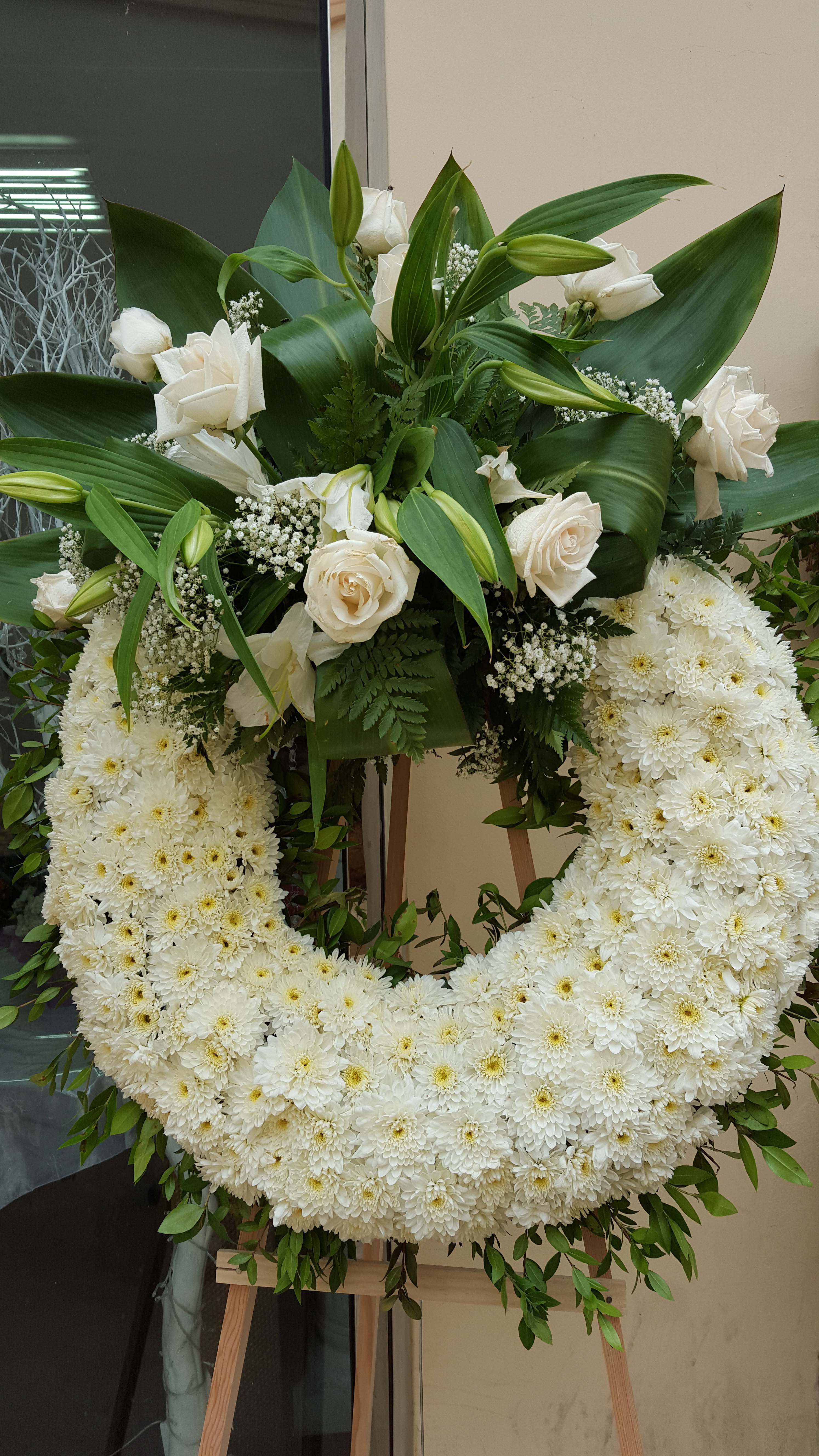 Cfm gives tips to buy cheap funeral flowers in las flower district a circular funeral wreath is a symbol of eternity white flowers izmirmasajfo