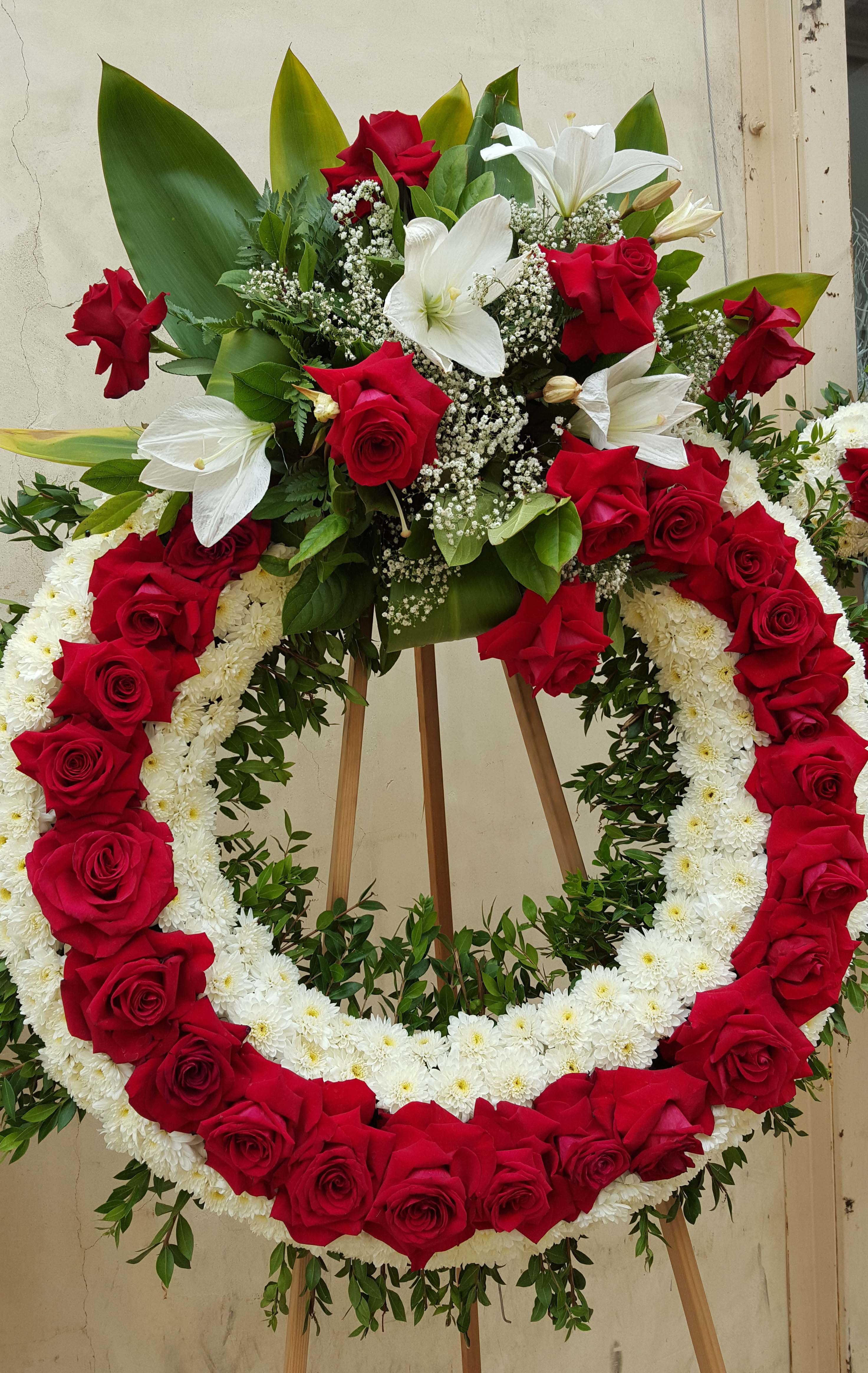 Cfm gives tips to buy cheap funeral flowers in las flower district do it yourselfers find affordable funeral wreathes at california flower mall heart shaped tribute flowers izmirmasajfo