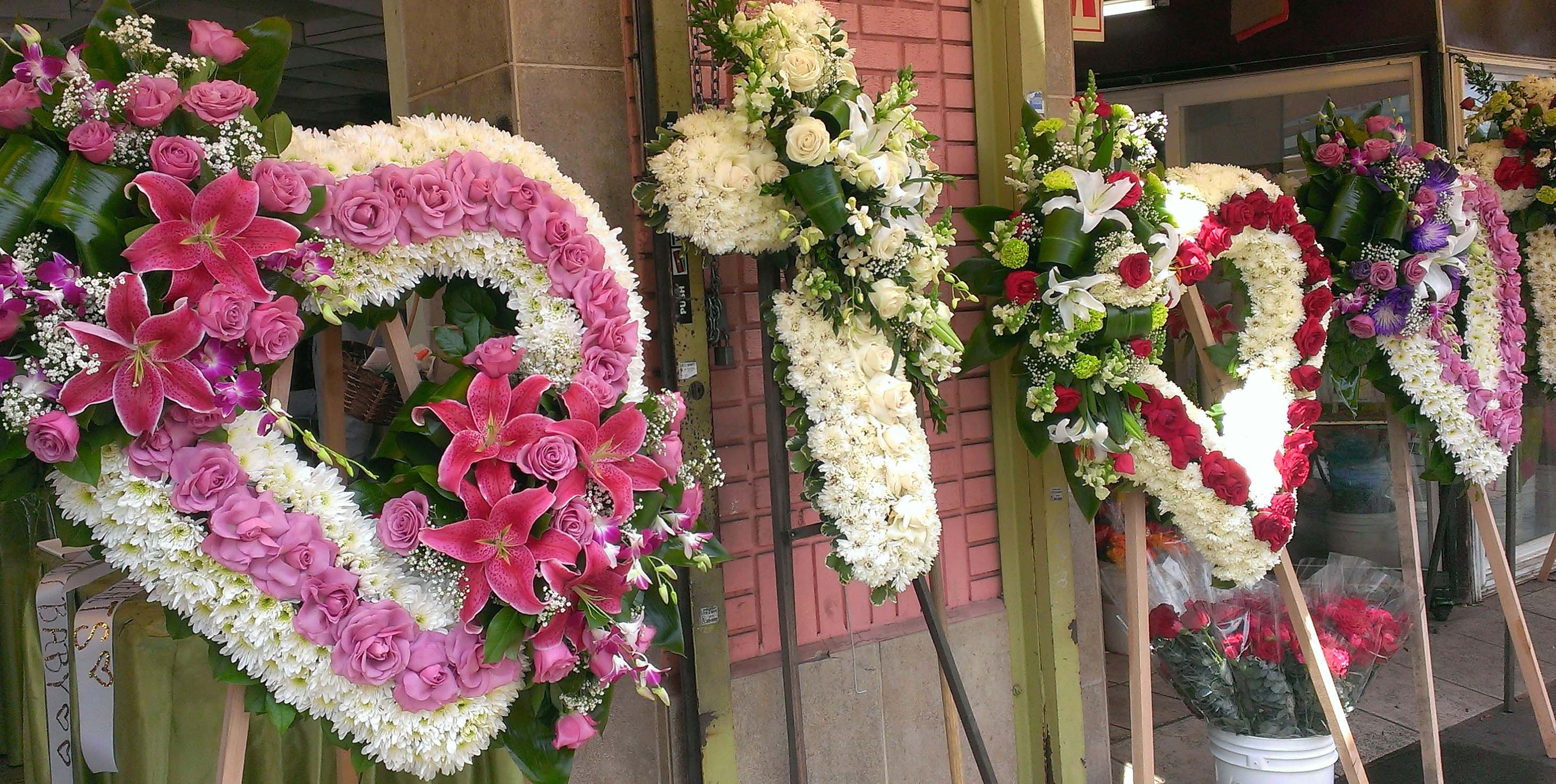 Cfm gives tips to buy cheap funeral flowers in las flower district low cost high quality do it yourself funeral arrangements for every budget a funeral flower izmirmasajfo