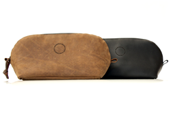 The Curo Dopp Kit—grizzly or black leather