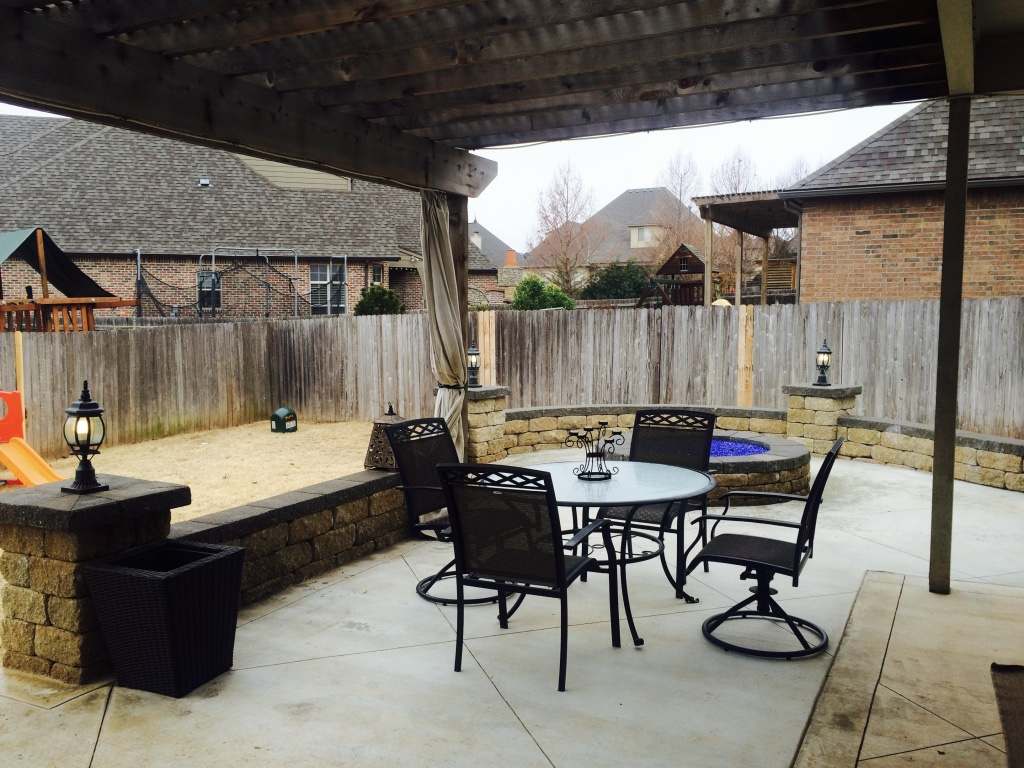 Outdoor Fire Pit With Block Retaining Wallcheck Out This New Modern Living E We Built For Our Clients In Tulsa