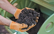 Perfect for small gardens, the compost tumbler can make compost in as little as 4-6 weeks.