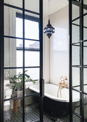 Bendheim's Restoration Glass® in the master bathroom of this 19th century landmark residence.
