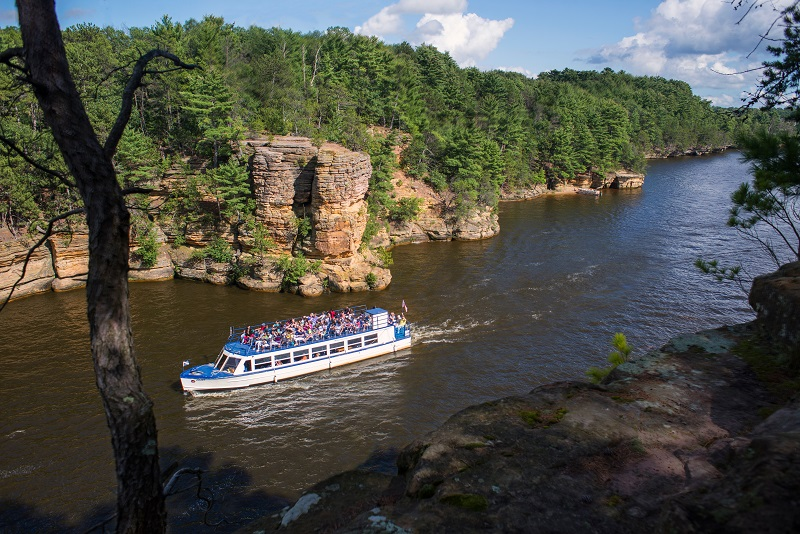 Adventure Seekers On Dells Boat Tours