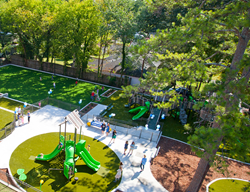 This area combines nature, equipment, gardens, texture, and other opportunities designed to maximize play and nature