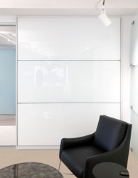 Bendheim's TurnKey™ wall cladding system featuring HardShell® coated back-painted glass in white.