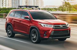 2019 Toyota Highlander in Red Exterior Paint Color