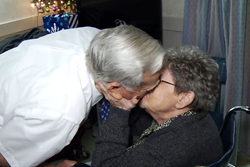 "Real-Life ""The Notebook"" Couple Facing Dementia Celebrate Anniversary"