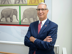 Andrew Hoffman, Gilbert S. Kahn Dean of Veterinary Medicine at the University of Pennsylvania, will serve as academic director for the new Leading Veterinary Entrepreneurship program.