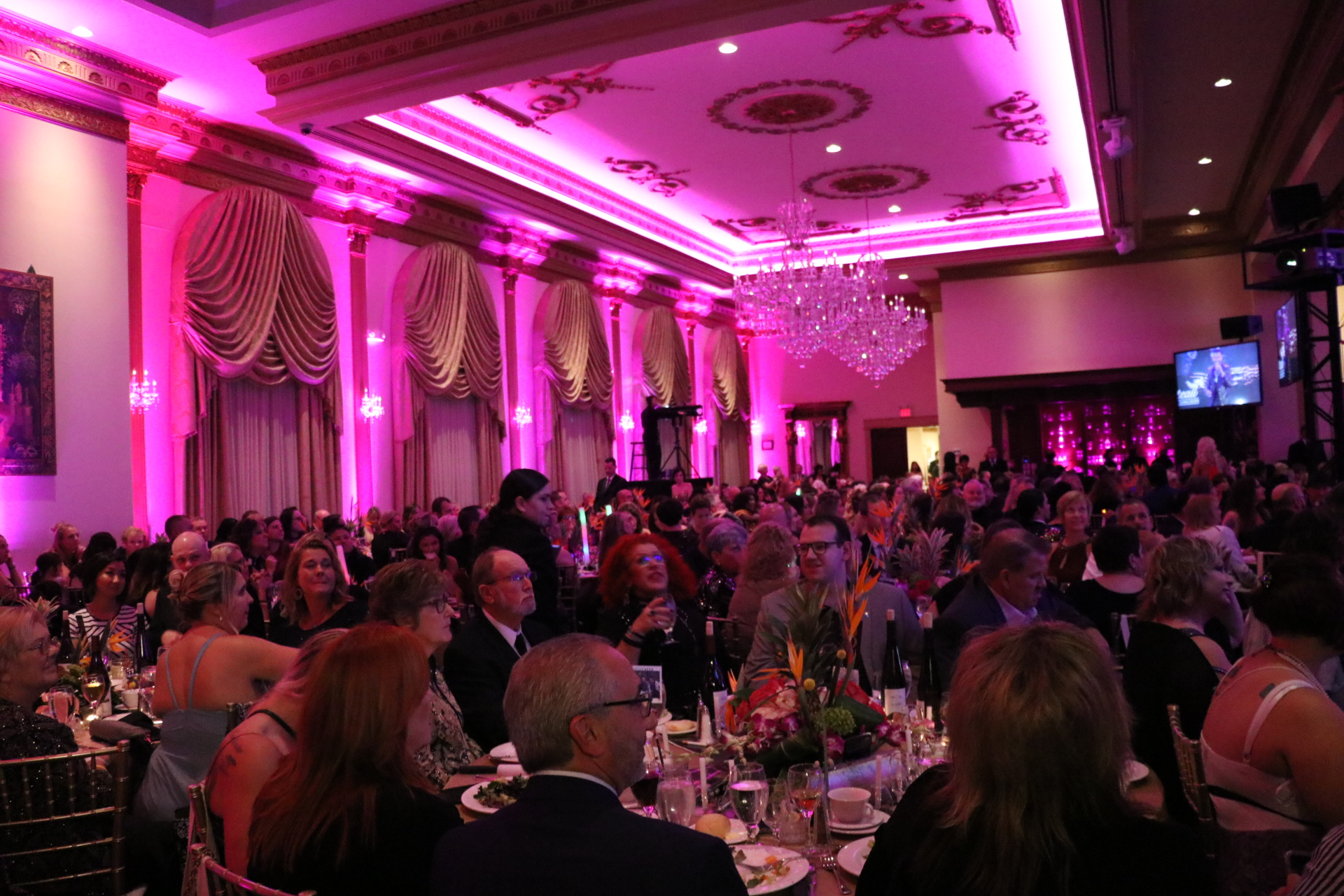 Capillus Sponsors Wigs Amp Wishes Charity Gala To Help Women