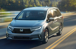 2022 Honda Odyssey going down the road