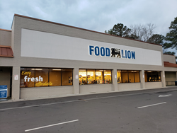 Exterior entrance of Food Lion at Henderson Pointe Shopping Center