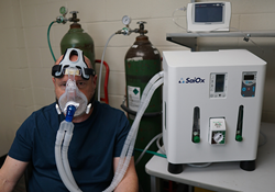 man with SaiOx breathing device